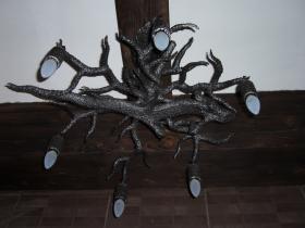 016stylowy żyrandol korzeń i jaszczur